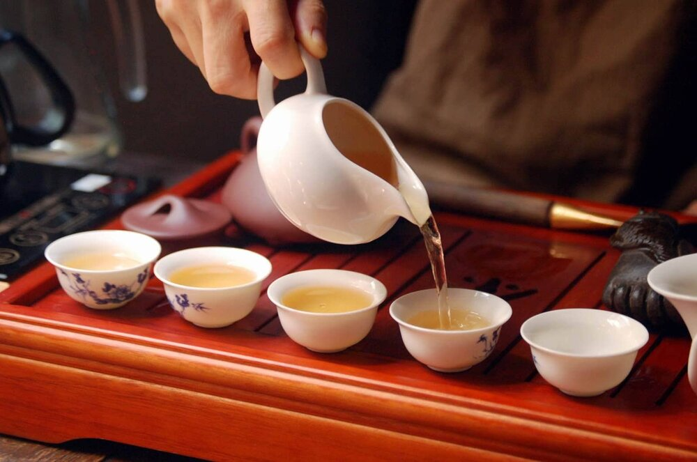 pouring white tea into cups